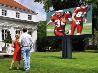 Porsche fabrique aussi la plus grande TV à LED au monde