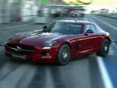 David Coulthard au volant de la SLS AMG GT