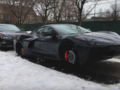 Une Chevrolet Corvette C8 est retrouvée sans roues dans les rues de Détroit