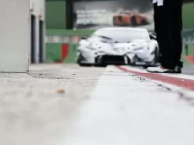 Premiers tours de piste pour la Lamborghini Huracán GT3