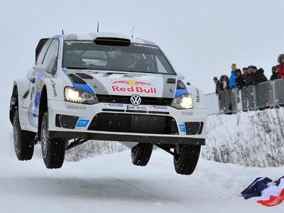 Ogier offre une première victoire à la Polo WRC