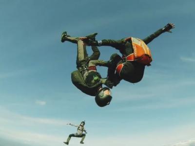 Full contact skydiving : le dernier né des sports extrêmes