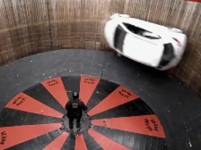 La Mazda2 défie le Mur de la Mort