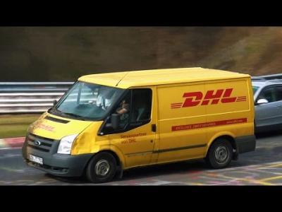 Un livreur de DHL s'éclate au volant sur le Nürburgring