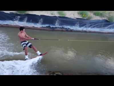 Du Wakeboard sur un canal