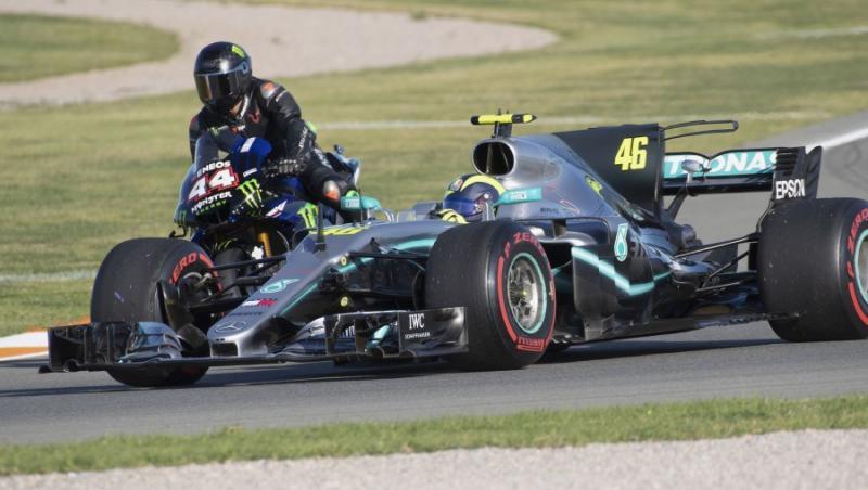 Hamilton - Rossi : l'échange F1 - MotoGP a eu lieu