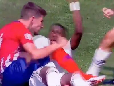 Quand Vinicius Junior se fait mordre la tête en plein match !