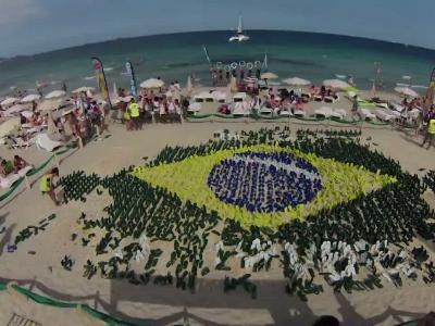 Vidéos : Une mosaïque géante … de Tongs