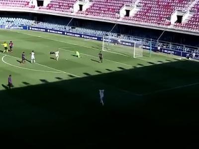 Le but incroyable d'un joueur du Real lors du Clasico U19