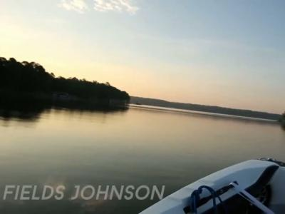 Adam Fields en session wakeboard filmée par des drones