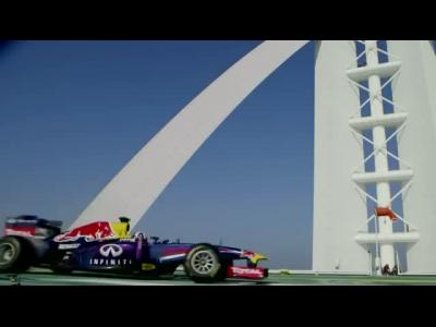 David Coulthard brûle de la gomme dans le ciel de Dubaï