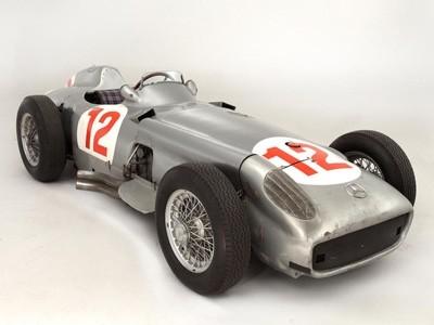 Une monoplace pilotée par Juan Manuel Fangio bat tous les records aux enchères