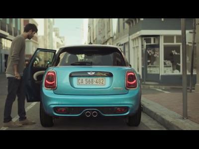La Mini 5 portes a de l'humour : il va falloir s'adapter !