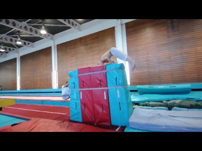 Un gymnaste au parkour