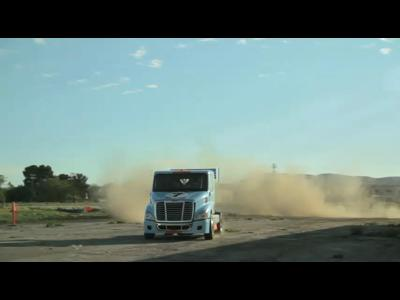 Mike Ryan drift en camion pour impressionner mademoiselle