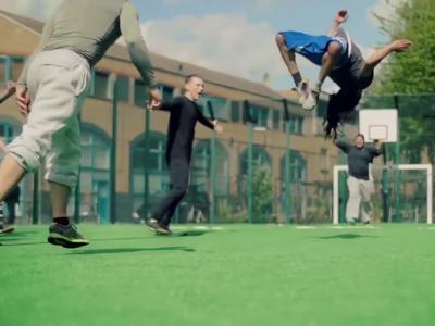 Match sur un terrain de foot gonflable