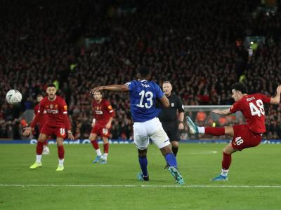 Jones illumine le derby de la Mersey d'un but magique !