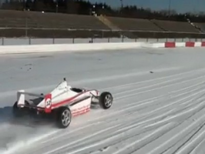 Le Nurburgring comme un lac gelé pour un tour de Formula Car