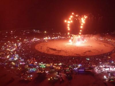 Vidéos : Le festival Burning Man filmé par un drone
