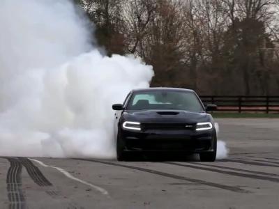 Une année de burn au volant des Dodge SRT hellcat