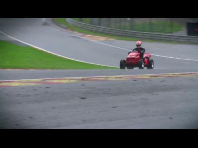 Tiago Monteiro au volant de la tondeuse la plus rapide du monde