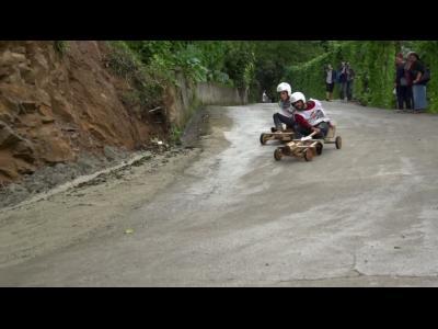 Course de voiture en bois