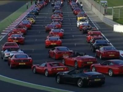 964 Ferrari sur le circuit de Silverstone