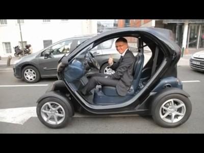 Carlos Tavares essai le Renault Twizy
