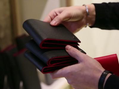Vidéos : Anonyme Paris, le luxe no logo