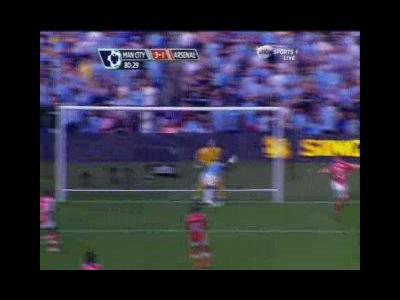 Quand Adebayor célébrait sur 90 mètres pour chambrer les fans d'Arsenal