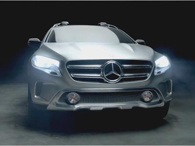 Le GLA sculpté par les émotions dans le film publicitaire Mercedes