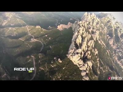 Incroyable défi en wingsuit