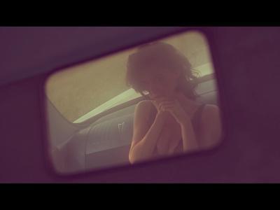 Anna se déshabille en Pontiac Catalina