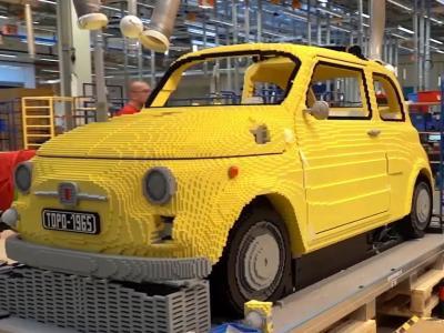 Fiat 500 en Lego : la construction en vidéo