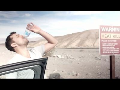 Diane Kruger et Joshua Jackson, seuls dans le désert en Classe B F-Cell