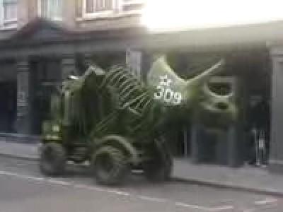 Un tricératops dans la ville
