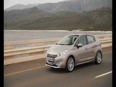Nouvelle Peugeot 208 - roulants et intérieurs