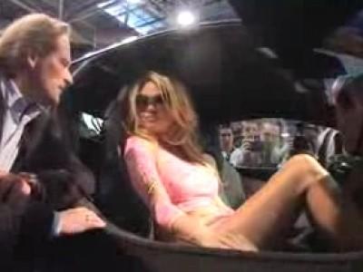 Pamela Anderson en VIP au salon Top Marques 2012 à Monaco