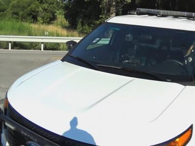 Distrait par son téléphone, un policier renverse un cycliste