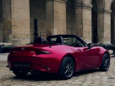 Présentation de la Mazda MX5 au Prix de la Plus Belle Voiture de l'Année 2014