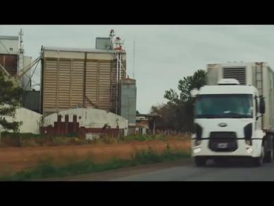 Des écrans à l'arrière des camions pour sauver des vies