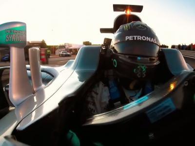 Nico Rosberg ose prendre des selfies à bord de sa Formule 1