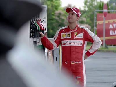 Quand Sebastian Vettel joue les pompistes