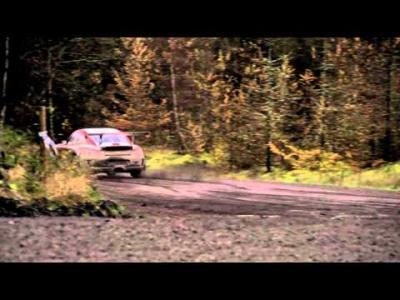 Chris Harris s'éclate au volant d'une Porsche 911 de rallye