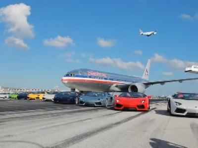 L'Aventador Roadster décolle à l'aéroport de Miami