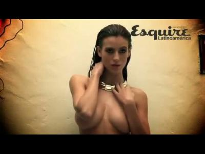 Alejandra Guilmant pose pour Esquire