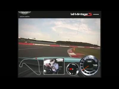 Un tour de Silverstone en Aston Martin Vantage S