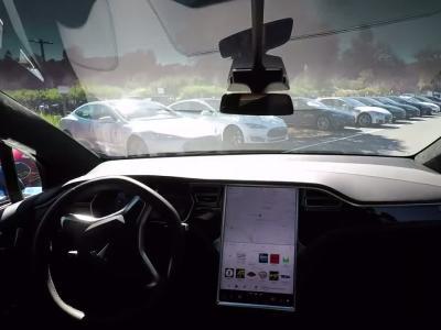 Tesla nous donne une idée de la conduite autonome sur routes complexes