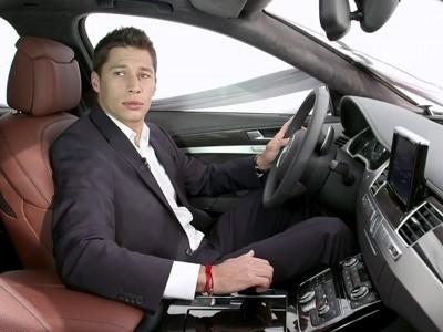 L'Audi A8 présentée par les pilotes DTM et WEC