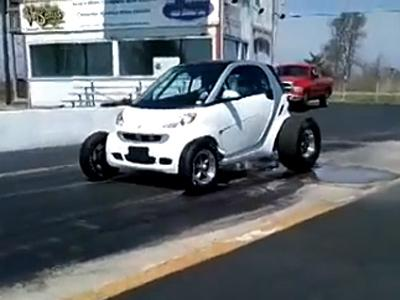 Une Smart V8 version dragster